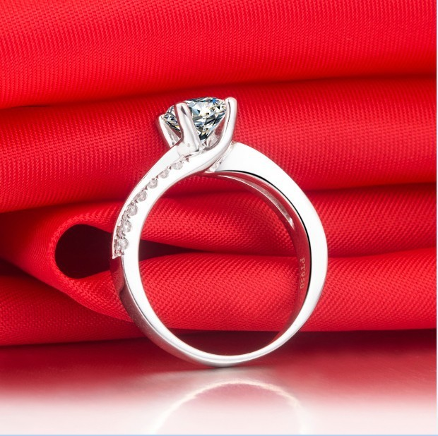 1 Carat Pure 750 Gold Lovely Style G-H Color  Ring