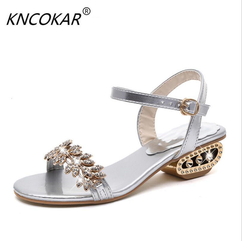 The new summer 2017 leather is thick with the water drill female sandals Comfortable with 34-41 large yards beach women's shoes the new spring and summer ms south korea ensure their boots comfortable show female water thin antiskid tall canister shoe