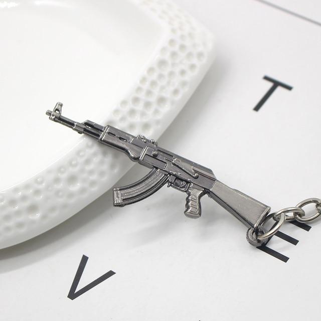 3D Simulation Gun Pendant Keychain Cool Men Metal Weapon Model AK47 M16 M4A1 AWM Revolver Guns Key Ring For Car Holder Chaveiro 1