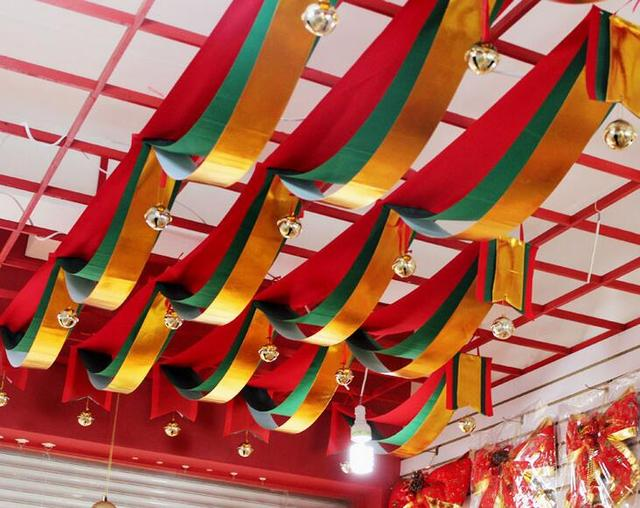 1 meter wave red green golden three color fabric flag party decoration banner bunting for. Black Bedroom Furniture Sets. Home Design Ideas