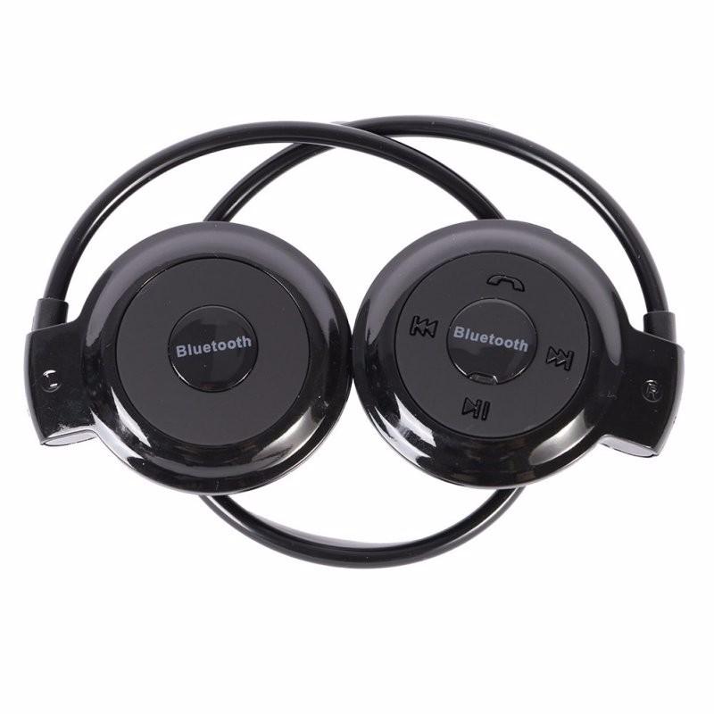 Bluetooth-наушники — отличный подарок для любителей подвижных видов спорта. Гарнитура не будет выпадать из ушей при беге, а в тренажёрном зале позволит выложить из кармана мешающийся смартфон.