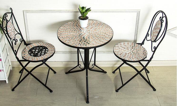 Балкон стулья. Мозаичный столик ...