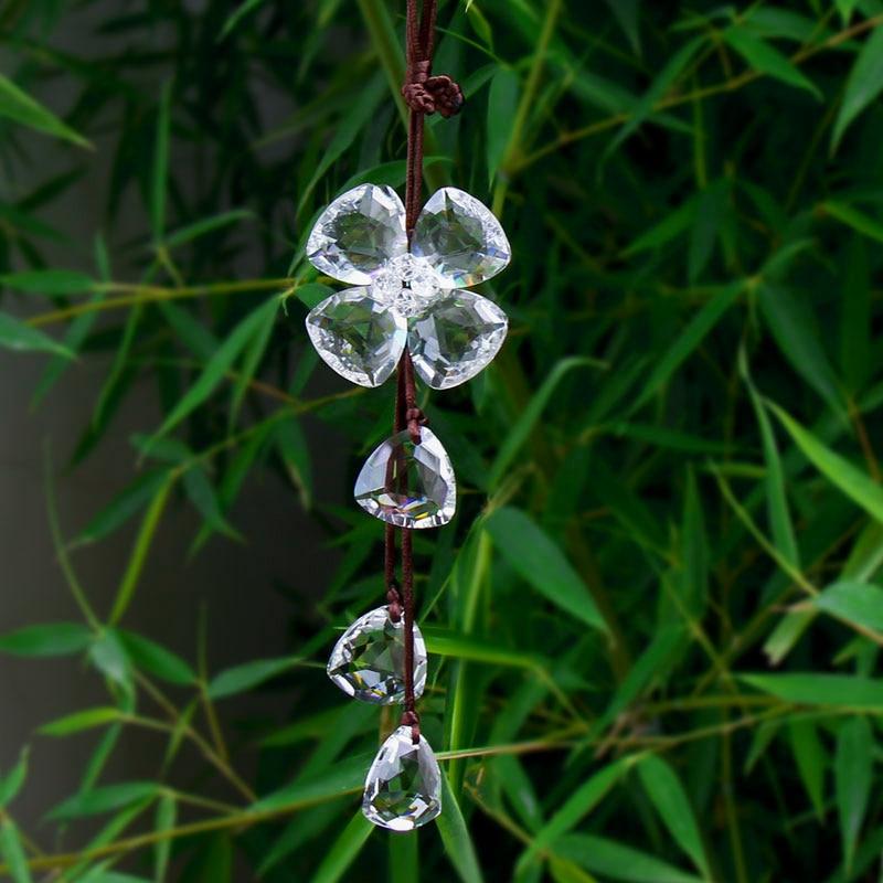 Bílé křišťálové křišťálové korálky Čtyři listy závěsné ornamenty Ručně vyráběné DIY Fengshui krystaly Řemesla Car Home Svatební žaluzie Dekorace