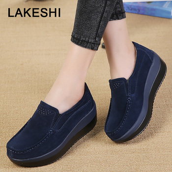 f8d298e91efe Женская обувь на толстой подошве из коровьей замши; весенняя обувь на  платформе; ...