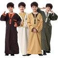 2016 Real Dos Homens Islâmicos Abaya Homens Thobes Muçulmano 2017 A Oriente médio árabe Abaya Muçulmano Vestido Pacote Juventude Desgaste das Crianças vestes