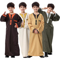 Verdadera Oferta Especial Hombre Islámico Abaya Formal Hombres Thobes Musulmán 2017 Oriente medio Árabe Vestido Paquete Juventud Desgaste de Los Niños túnicas
