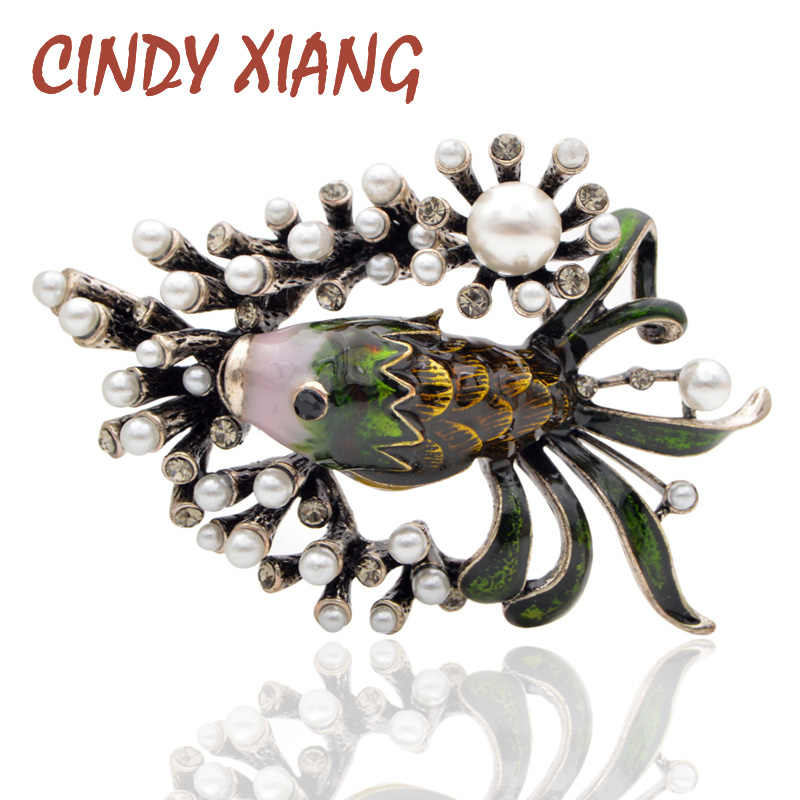 CINDY XIANG Cute Pearl Fish Brooches for Women and Man Creative Alloy Party Pins Jewelry Coat Dress Accessories Fashion New 2018