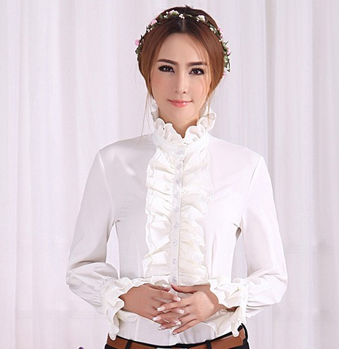 Модная женская рубашка с длинным рукавом, высоким горлом  и рюшами.