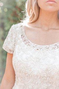 Image 5 - 2019 새로운 a 라인 새틴 겸손한 웨딩 드레스와 짧은 소매 럭셔리 구슬 탑 우아한 겸손한 신부 가운 맞춤 제작