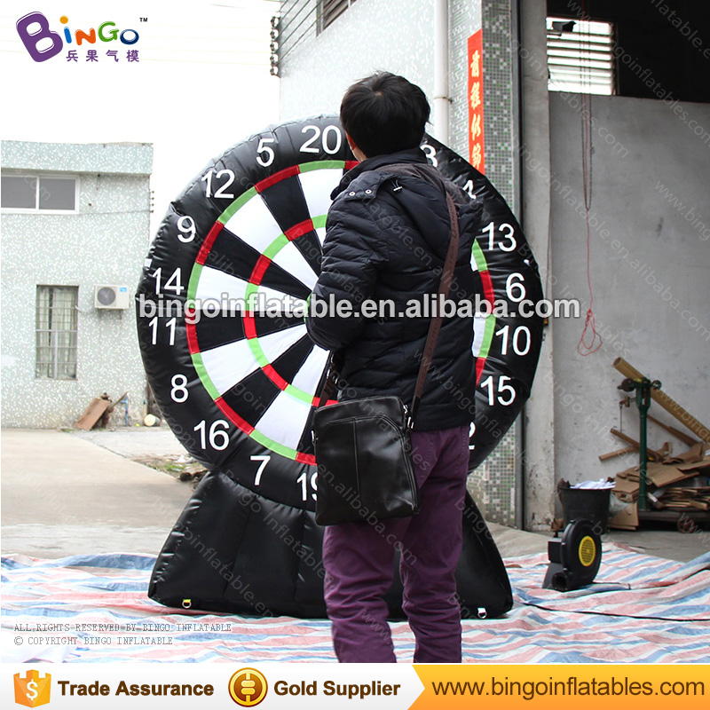 7ft high inflatable golf dart game / inflatable soccer darts football dart board  for outdoor activity, event toy game darts legering metalen wapen model draaibaar darts cosplay props voor collectie fidget spinner hand anti stress