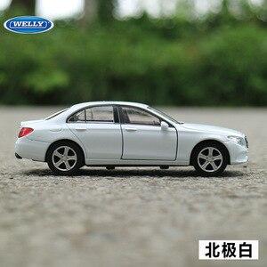 Image 3 - Gratis Verzending 1:36 Benz E Klasse Legering Auto Speelgoed Model Met Pull Back Functie Originele Doos Simulatie Model Auto speelgoed Voor Kinderen Gift