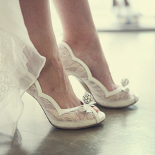 2016 Luxurious Lady High Heels Wedding Party Prom Pumps Bridal Bridesmaid Shoes Rhinestone White Lace Peep Toe Wedding Shoes