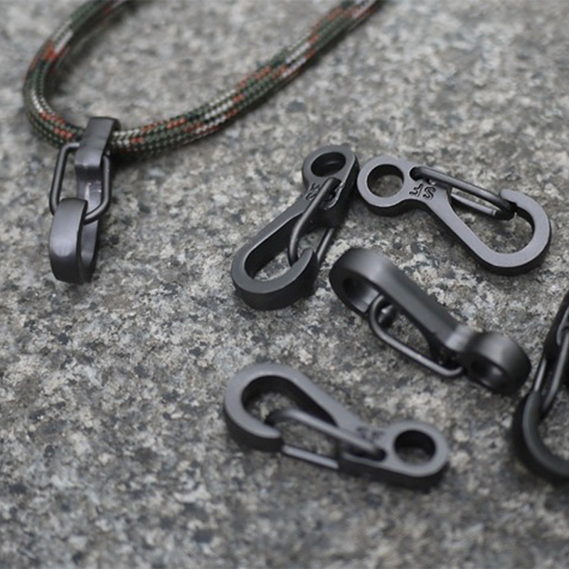 все цены на 10PCS/LOT EDC Keychain Spring Clasps Climbing Carabiners Camping Bottle Hooks Paracord buckle Accessorie Tactical Survival Gear онлайн