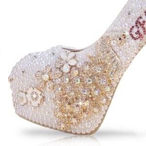 Image 3 - Braut Schuhe Weiß Frauen Heels Pearl Individuelle Buchstaben Farben Applique Kristall Pfau Quaste Elegante Hochzeit Pumpen Mit Strass