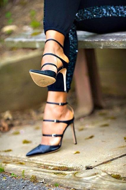 Zapatos de las mujeres atractivas de los altos talones sapato feminino bombas zapatos de las señoras chaussure femme negro romano zapatos de mujer de tacón alto peep toe 8169 W