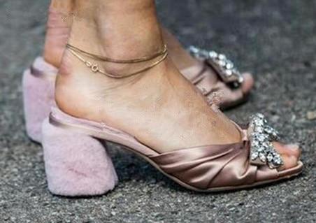 Latest Fur Decorated Chunky Heels Bowtie Woman Summer Slippers Luxury Crystal Slip-on Slingback Shoes Woman Square Heels Shoes studded decorated slip on sneakers