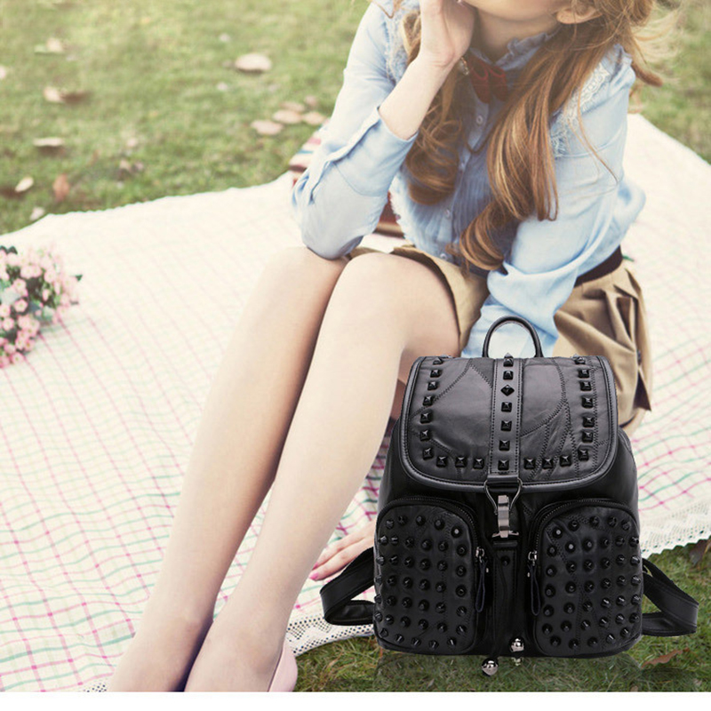 где купить 2017 New Style Genuine Leather Sheepskin Student Backpack Woman Brief Creative Rivet Stitching Double Pocket Soft Bag for Gifts дешево