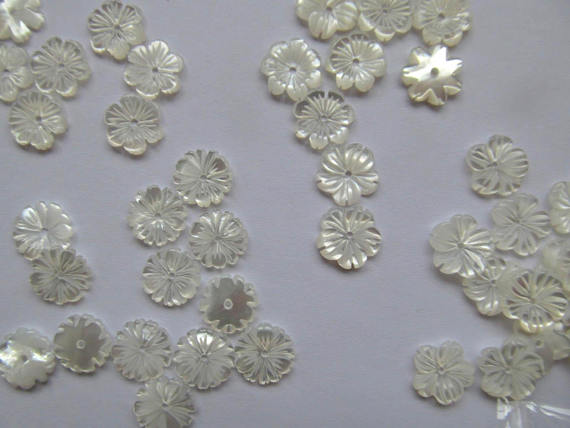 Haute qualité-50 pcs véritable coquille de vadrouille perles 8 \ 10 \ 12mm Fluorial pétale chrysanthème casquettes Rose fleur sculpté blanc coquille bijoux