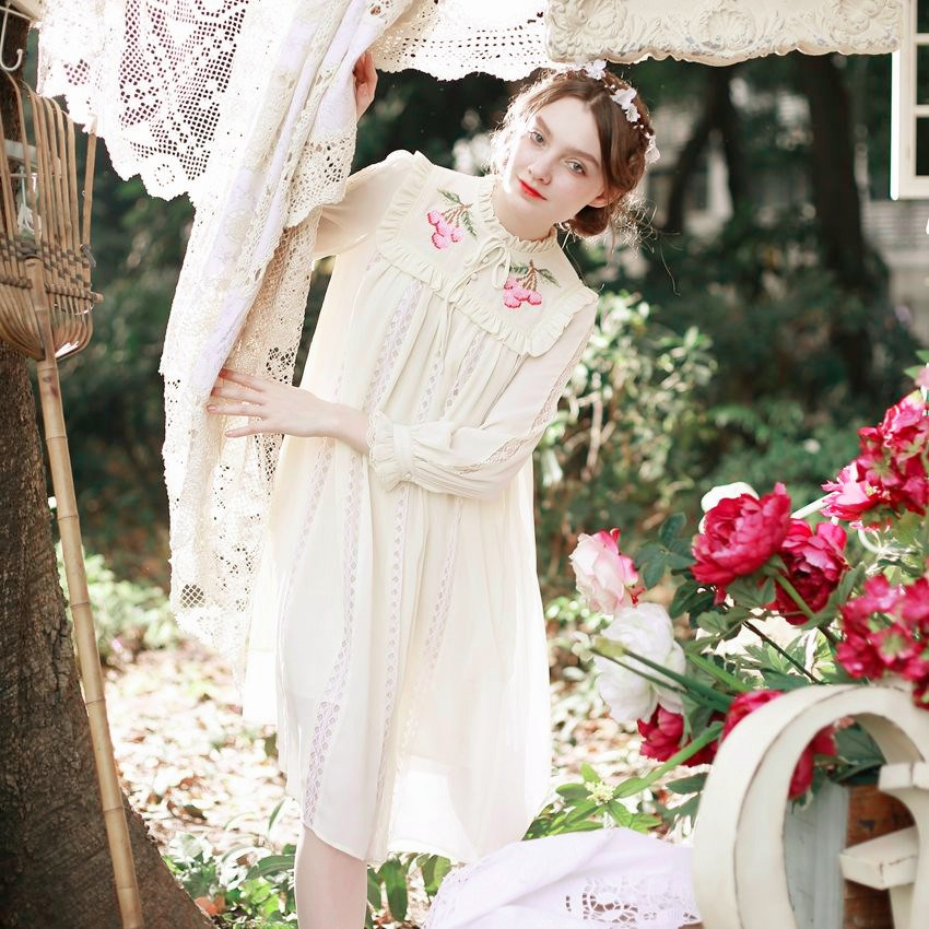 High Quality Explosions Leisure Vintage Elegant Dresses Women Embroidery Lace Full Sleeve Spring Summer Party Dress