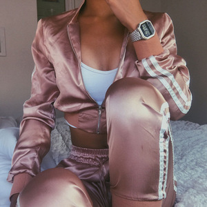 Image 2 - Women Tracksuit Zipper Hoodies Sweatshirt And Pants 2 Pieces Set Fashion 2019 Female Cropped Top Pullover And Trousers Suit