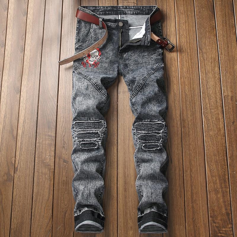 Di Jeans Del Marca Scarni Biker Cranio Ricamo Uomini X2119 Rappezzatura Degli  Pantaloni Denim Della Uomo Per Gray Aboorun ... 84be0bb92d7c