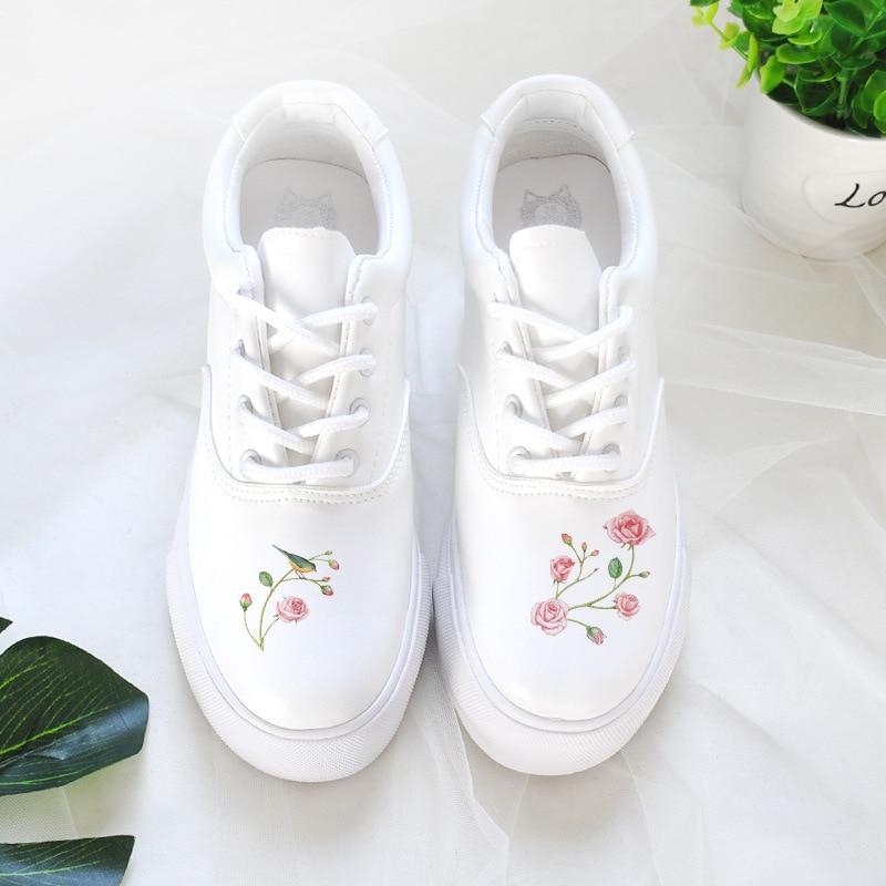 Sweet Floral Print White Sneakers Women Autumn Shoes 2018 Breathable Platform Shoes Trainers Ladies Tenis Feminino sweet spaghetti strap floral print women s tankini set