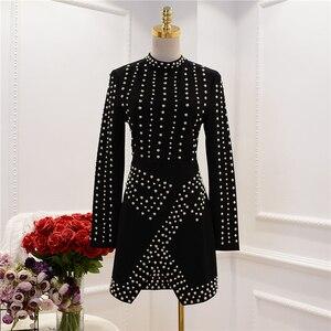Image 2 - 최신 패션 2020 가을 겨울 바로크 디자이너 런웨이 드레스 여성 긴 소매 금속 공 페르시 리벳 스트레치 드레스