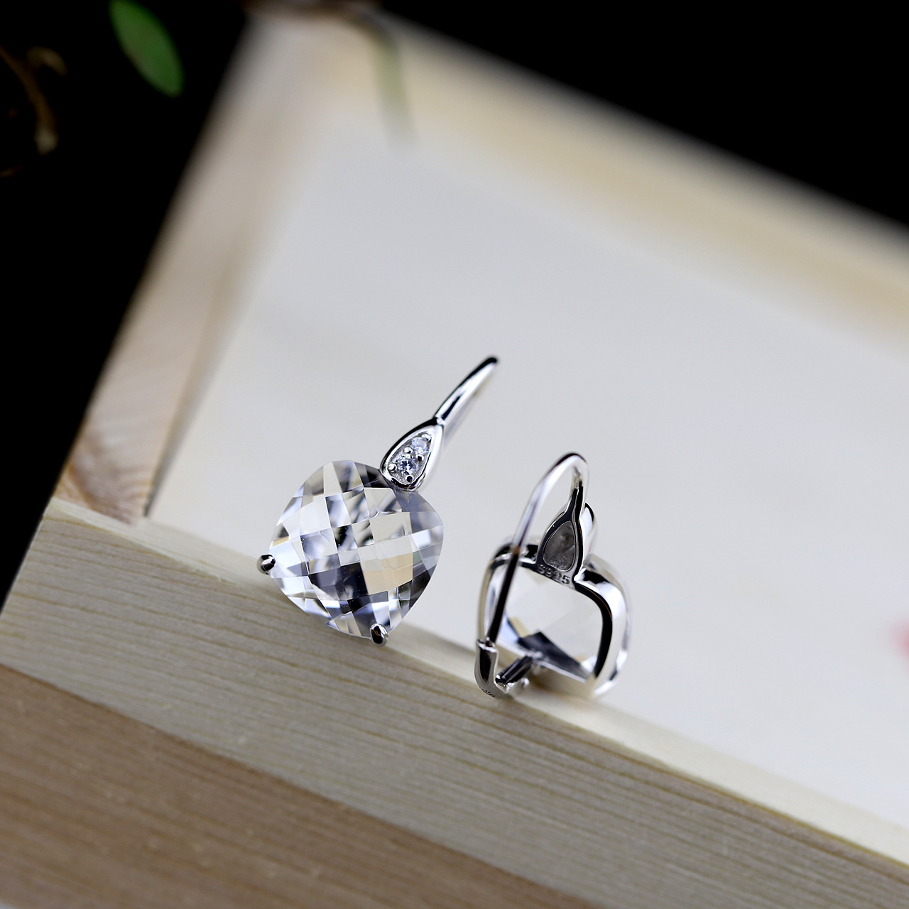 Silver Wholesale Fashion Earrings Wholesale S925 Sterling Silver Jewelry Lady Hand Cut Crystal Pendant wholesale
