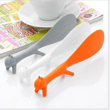 1PCS Household super practical cute squirrel spoon without sticking food can stand,color sent randomly