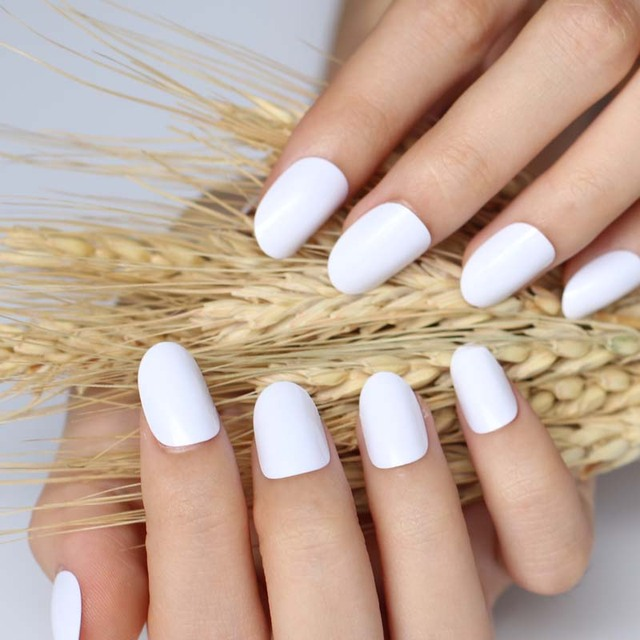2018 24pcs Hot New Design Beautiful Delicate Oval Candy Cute Fake Nails Nail Color White P W X