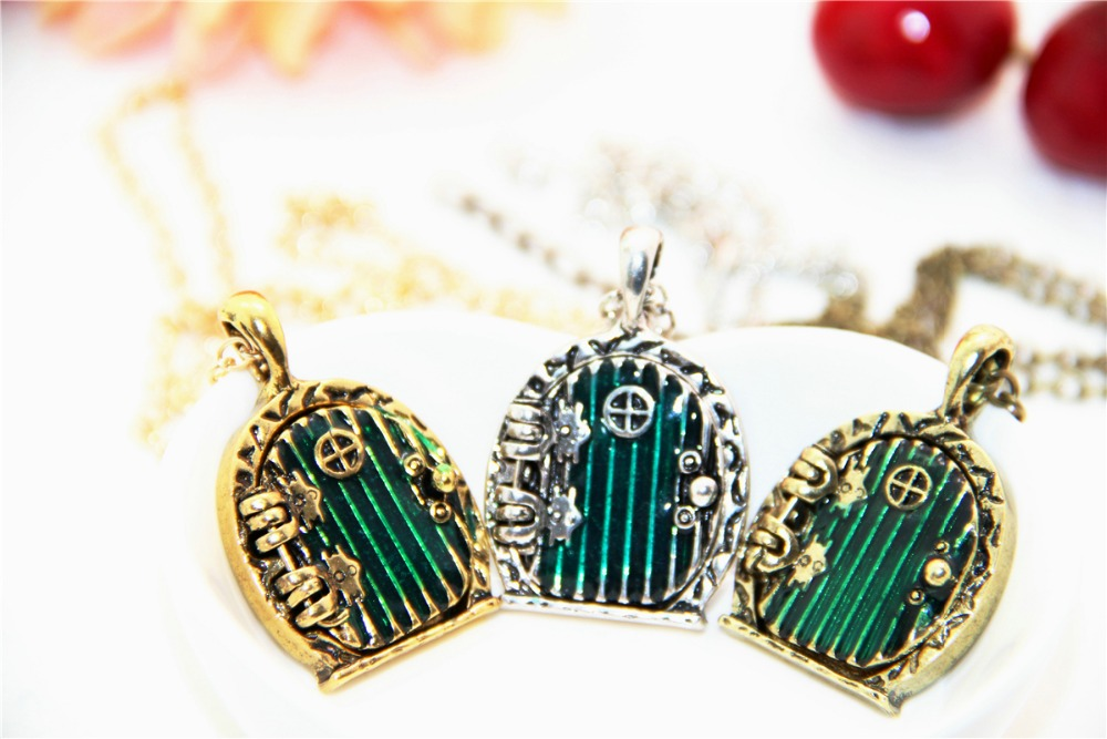 ZRM Fashion Vintage Charm Green Hobbit Door Locket Pendant Necklace Movie Jewelry Men Women Gifts