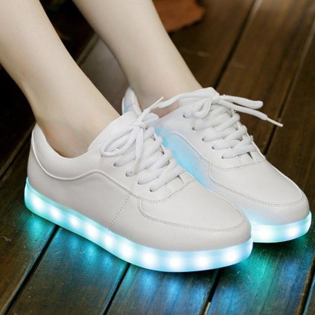 Mujeres deporte al aire libre Zapatos ligero sneakers 2017 femalepu  sneakers luz LED Zapatillas para correr e9f5c1a529b14