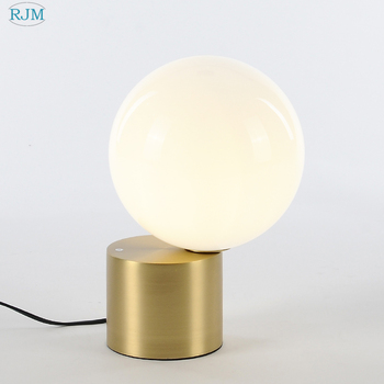 מנורת שולחן ברזל מעצב הפוסטמודרנית מינימליסטי נורדי מלון חדר השינה סלון מנורת שולחן Creative LED Lighitng דקור חדר עבודה