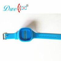 DWE CC RF Đọc chỉ 2.45 ghz thẻ rfid chủ động màu xanh mềm mại silicone vòng đeo tay cho sinh viên quản lý