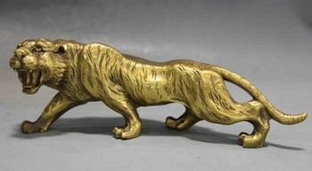 TNUKK  Elaborate Chinese Collectible old Decorated Handmade Copper Carved Fierce Leopard Statue