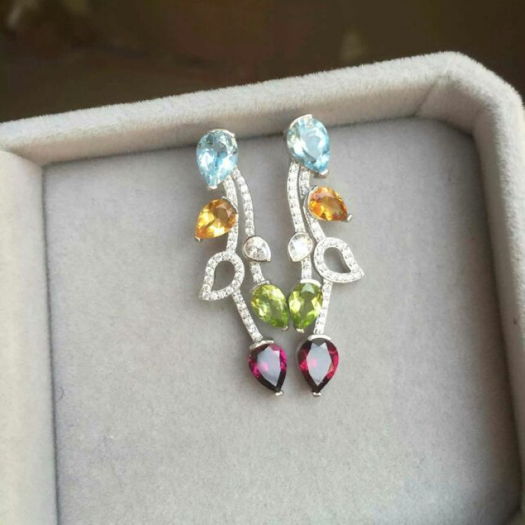 silver inlaid natural color treasure earrings, world famous brand, with the same counter, but tens of thousands of Oh! цена