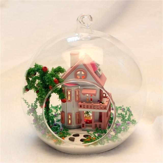 DIY Puppenhaus Möbel Kits Micro Landschaft Glaskugel Modell Miniatur Rosa  Pastoralen Haus Holz Puppenhaus Geburtstag