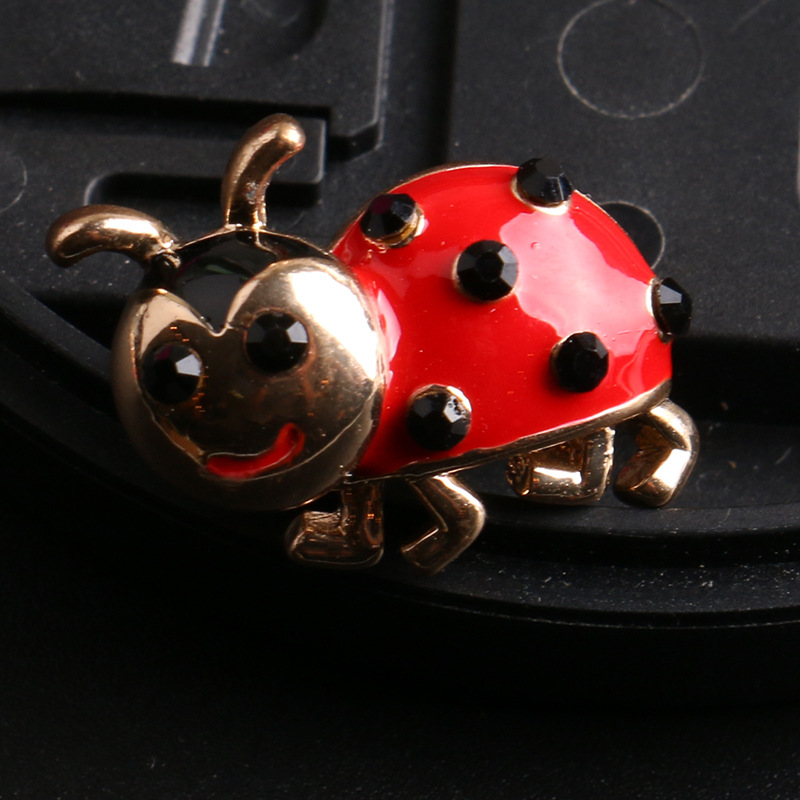 Vintage Ladybug Brooch Pins With Red Crystals Gold color Broche Mujer Brooches Backpack Blouse Clip Pullover Pins Up Bijoux
