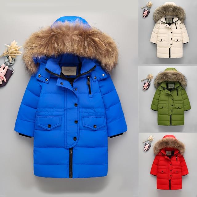 Высокое качество Новинка 2017 года Обувь для мальчиков теплый пуховик для Обувь для девочек реального енота Мех с капюшоном Куртка с воротником дети утка Пуховая куртка; верхняя одежда