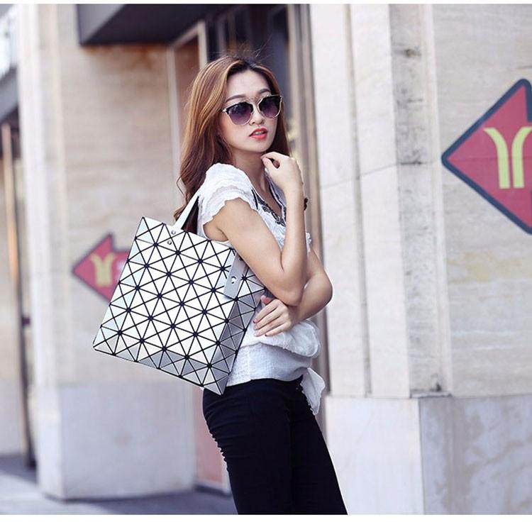 Women-Geometric-Plaid-Bag-Folded-Madam-Casual-Tote-Top-Handle-Distortion-Package-Shoulder-Bag-Bao-Bao-Pearl-BaoBao_14