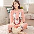 2017 Pijamas de Invierno de Las Mujeres de Coral Pantalones de Pijama de Lana Engrosada Mujeres ropa de Dormir de Conejo de Dibujos Animados de Algodón Pijama de Manga Larga Para Adultos