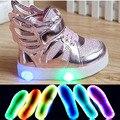2016 de La Moda de luz LED de alta calidad zapatos de los niños suave lindo niños niñas zapatos casuales niños Frescos deslizan en botas de los niños zapatillas de deporte