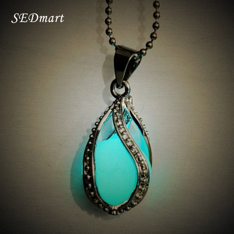 Girocollo fluorite da donna Glow In The Dark Mermaid's Teardrop Hollow Charm Ciondolo in pietra luminosa Collana Chocker