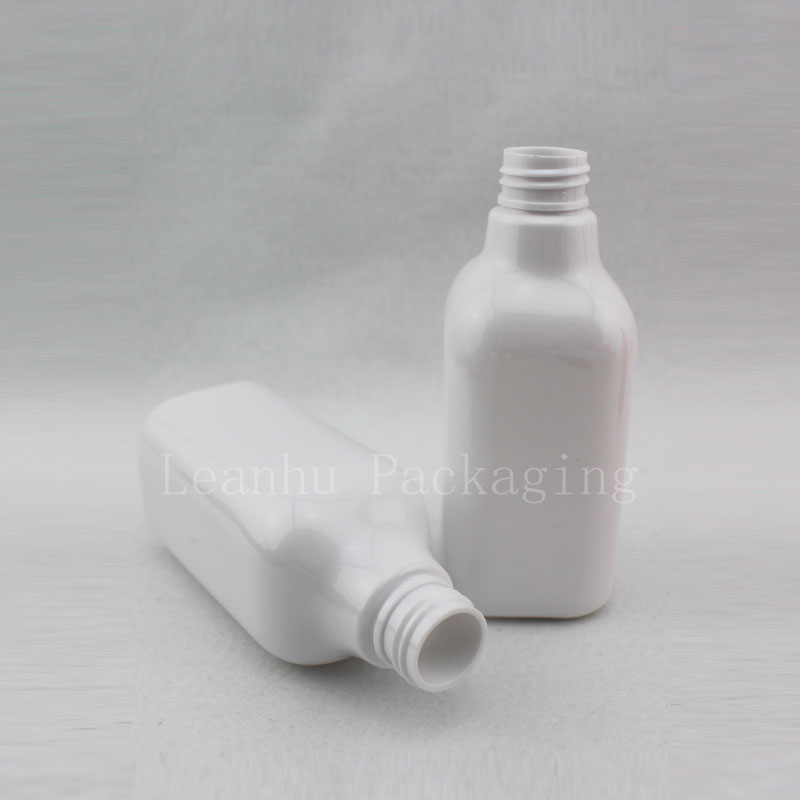 200ml white square bottle with silver disc top cap (2)