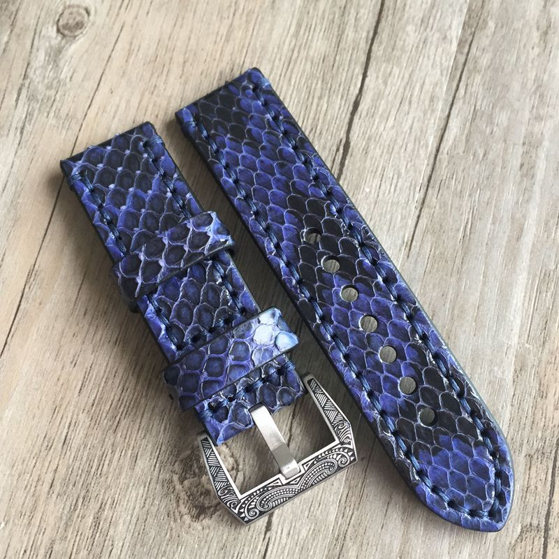 TOTOY High quality blue python leather 20mm 22mm 24mm 26MM vintage leather strap Adapted to Medusa PAM Panerai men's watch belt lukeni top quality oil red brown 20mm 22mm 24mm 26mm vintage genuine leather watch band strap for panerai pam big pilot watch
