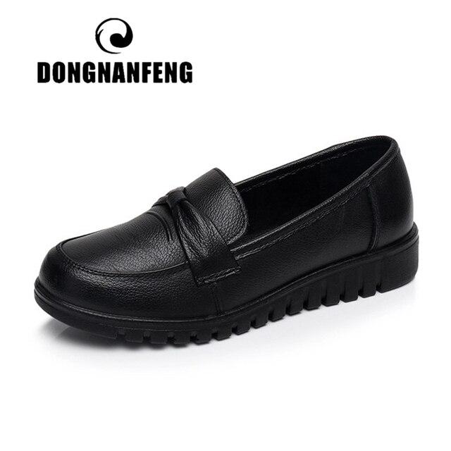 DONGNANFENG kadınlar eski anne kadın ayakkabısı Flats loaferlar inek hakiki deri kayma siyah yuvarlak ayak PU rahat düz 35 41 HD 802