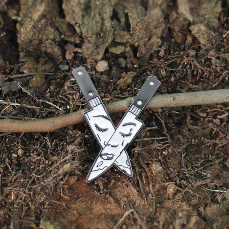 Кричащие ножи булавка персональный кинжалы брошь двойной нож крест сшивание в лицо девушки плач креативный Нагрудный значок