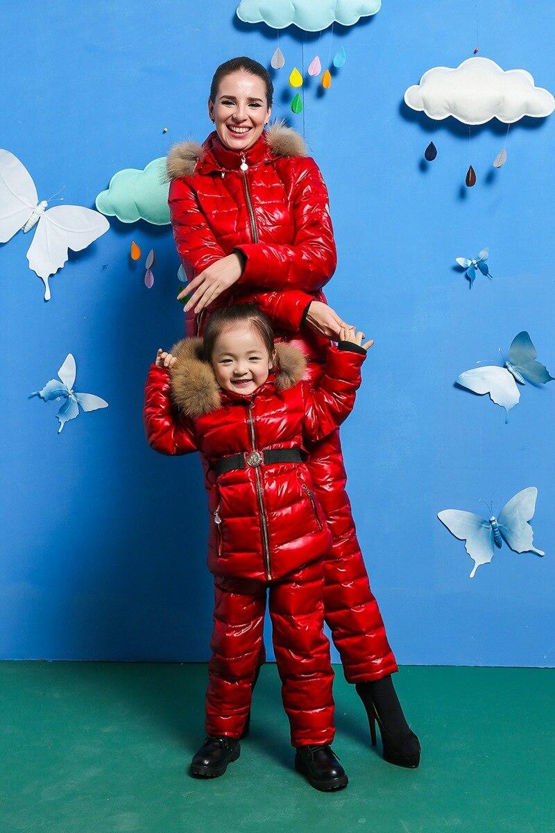 Brillant Familie Sets 2016 Winter Outwear Anzug Kleidung Familie Set Raccoon Fell Kapuze Hose & Jacken Frauen Unten Anzüge Outdoor Ski Anzug Elegant Im Stil