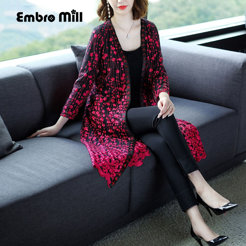 Vintage floral autumn Winter embroidery Outwears woman long sleeve high quality elegant lady plus size casual   trench   coat M-4XL