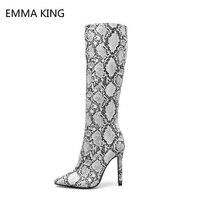 Пикантные женские высокие сапоги из змеиной кожи; Новинка 2018 года; женские сапоги до колена; сезон весна осень; ботинки из лакированной кожи
